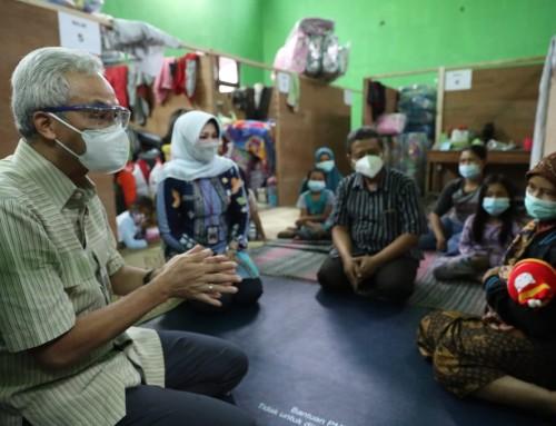 Tinjau Pengungsi Merapi di Balerante, Ganjar Cek Kesehatan dan Kecukupan Logistik