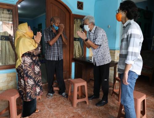 Mbah Bisanto Tak Menyangka Dikunjungi Om Ga, Anak Kosnya yang Jadi Gubernur
