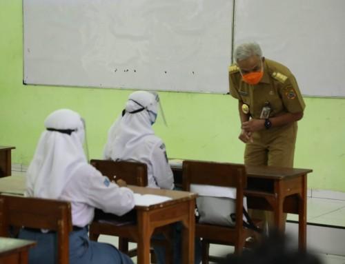 Hari Pertama Uji Coba PTM, Ganjar Ingatkan Guru Harus Disiplin Prokes